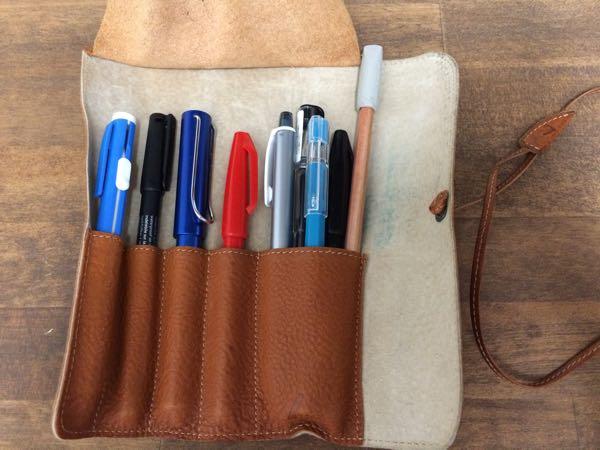 ロールペンケースに筆記具を収納したところ